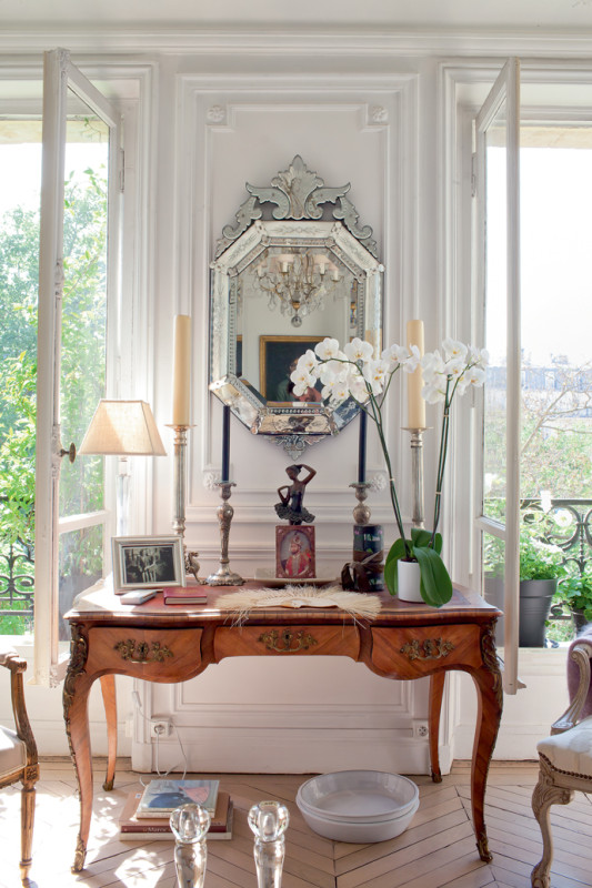 Dreamy romantic french apartment daily dream decor - Parisian interior design style ...