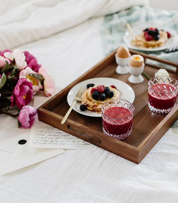 Dreamy ideas for a romantic breakfast for two daily for Breakfast in bed ideas