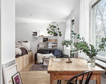 Tiny dreamy studio apartment with a raised bed - DailyDreamDecor