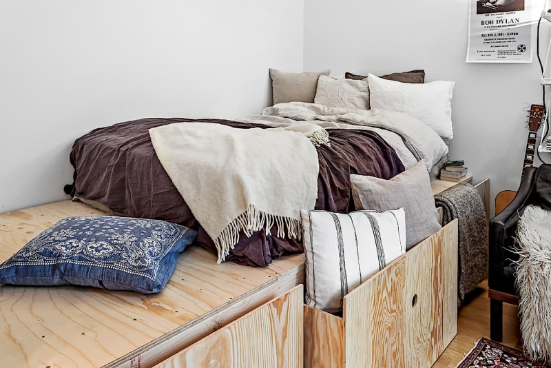 Beds For Studio Apartments Part - 40: ... Tiny Dreamy Studio Apartment With A Raised Bed - DailyDreamDecor ...