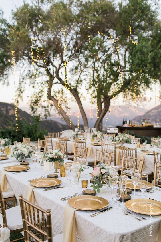 cover wedding table arrangement & 7 dreamy wedding table arrangements ideas - Daily Dream Decor