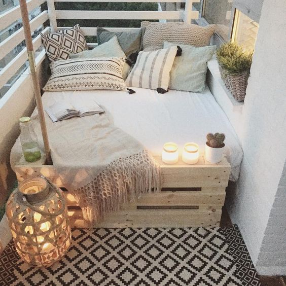 big bed small balcony deco