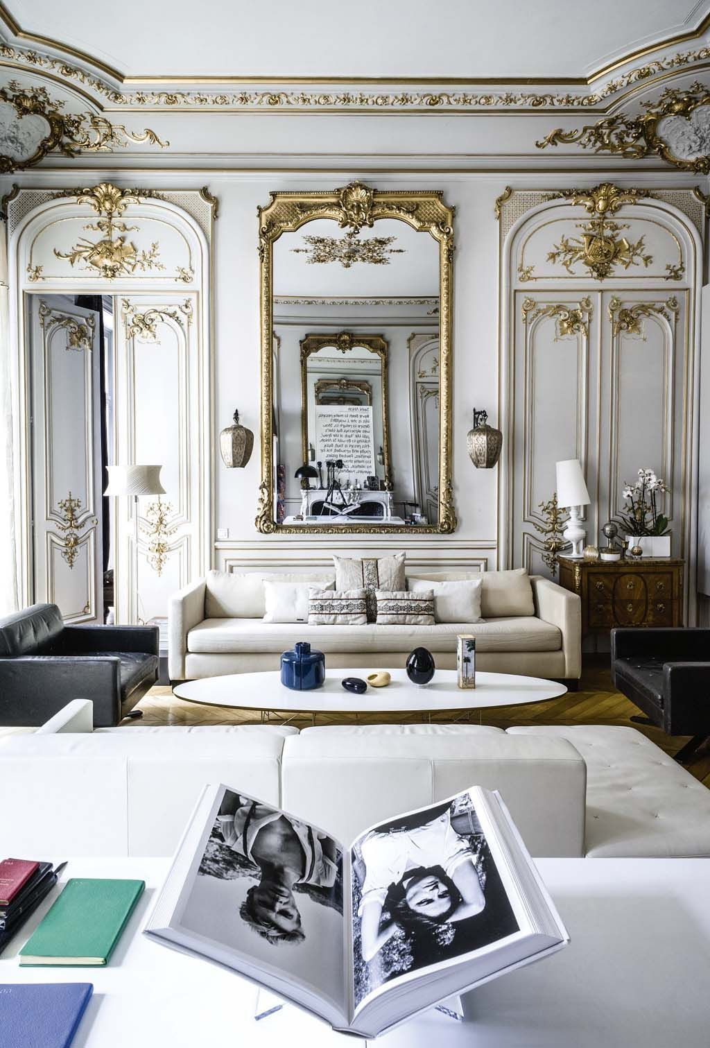 Chic romantic paris apartment daily dream decor for Salon haussmanien
