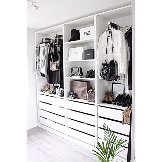 8 amazing black white closets spotted on instagram daily dream decor. Black Bedroom Furniture Sets. Home Design Ideas