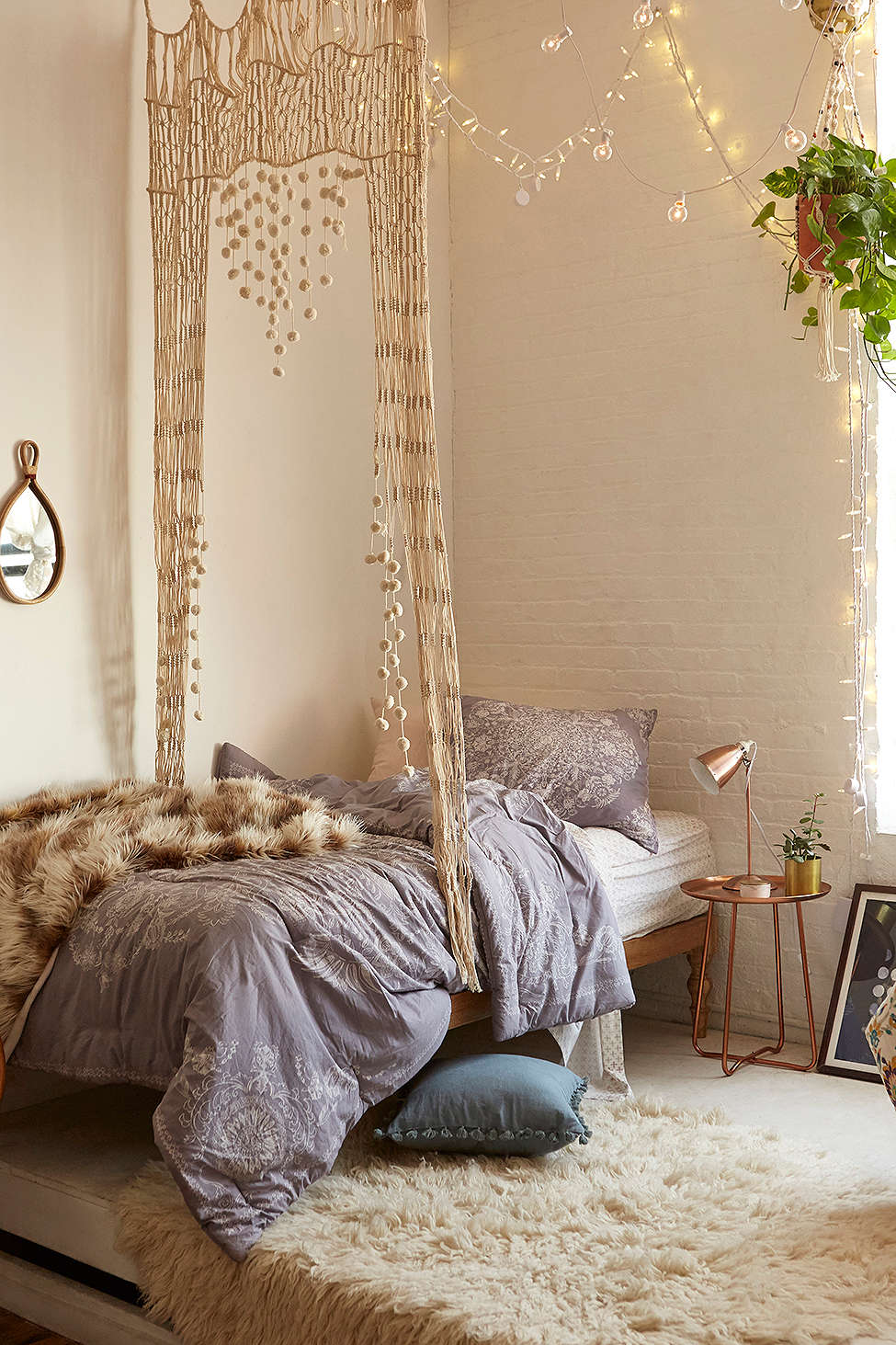 5 dreamy college campus bedrooms daily dream decor for Home decor like urban outfitters