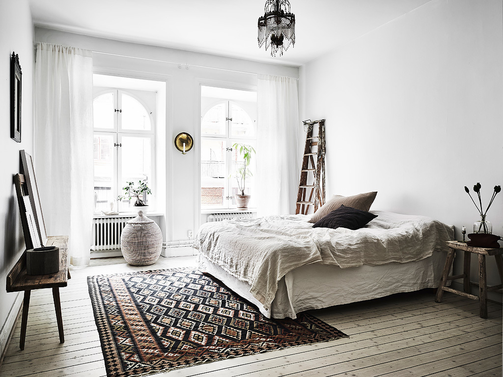 Scandinavian apartment with bohemian vibes daily dream decor for Black and white vintage bedroom ideas