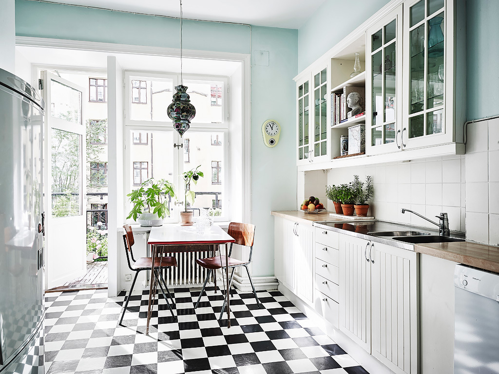 Bon Mint Kitchen With Black And White Floor