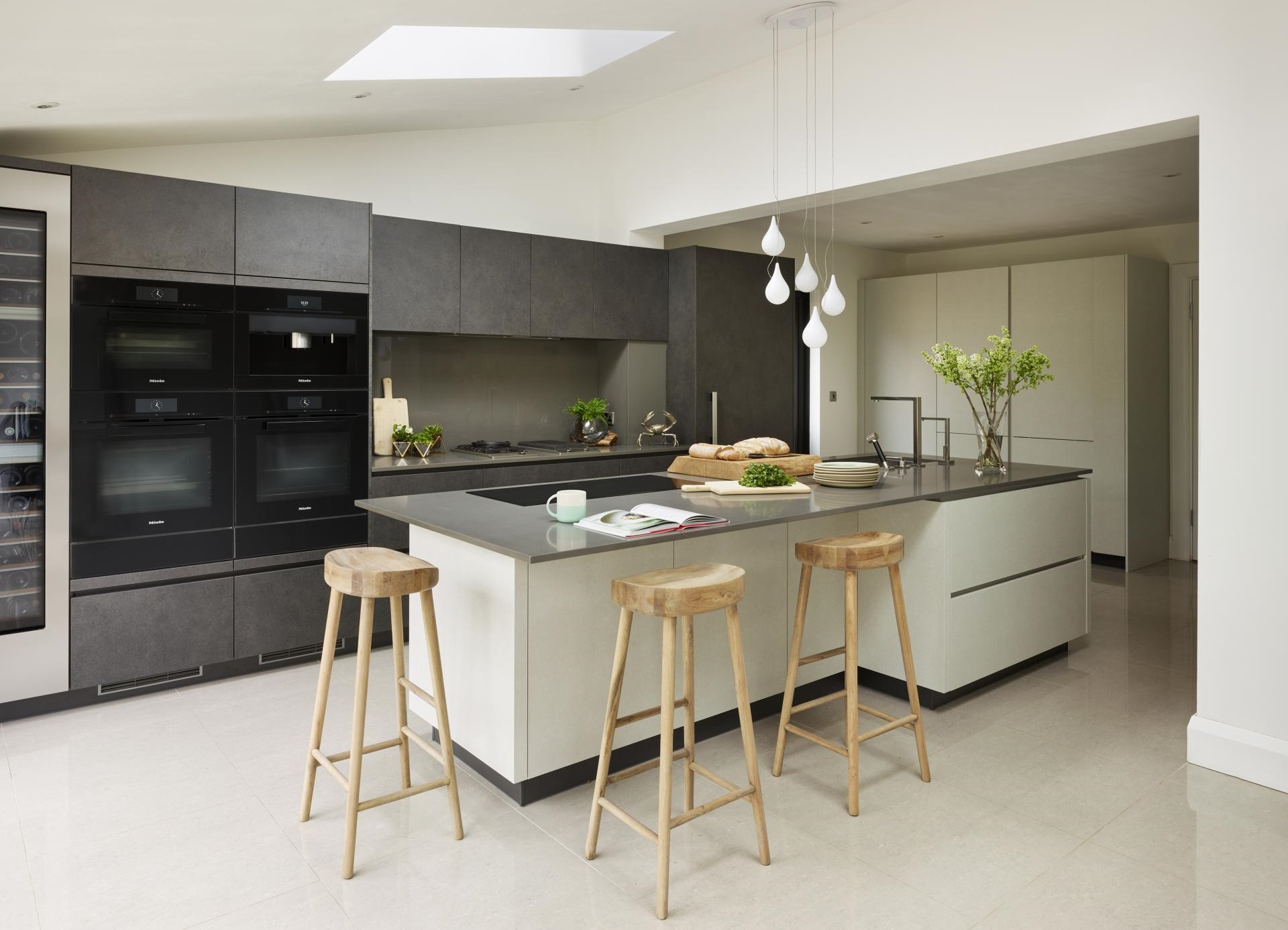 Kitchen design magic: From dark and dingy to bright and airy in 7 ...
