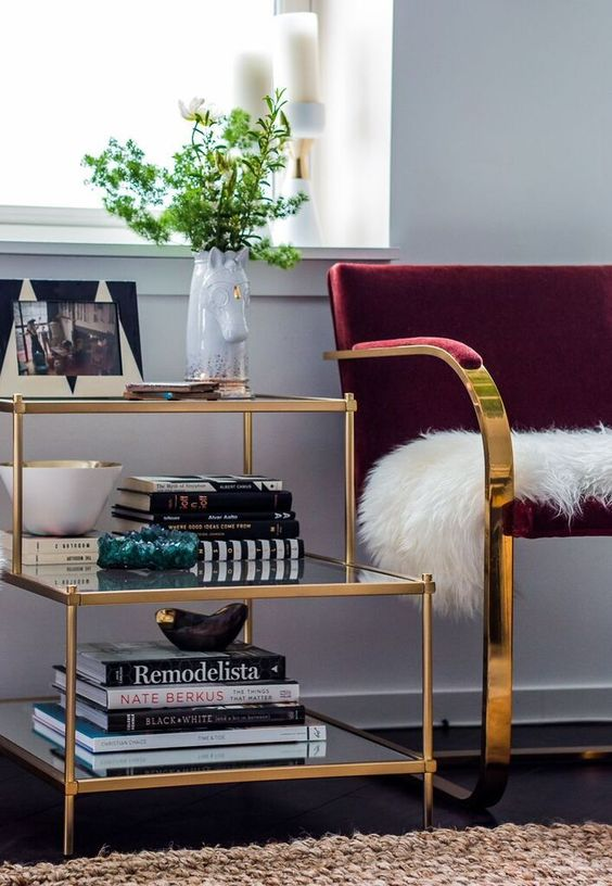 8 Glam ways to incorporate golden objects in your home - Daily Dream ...