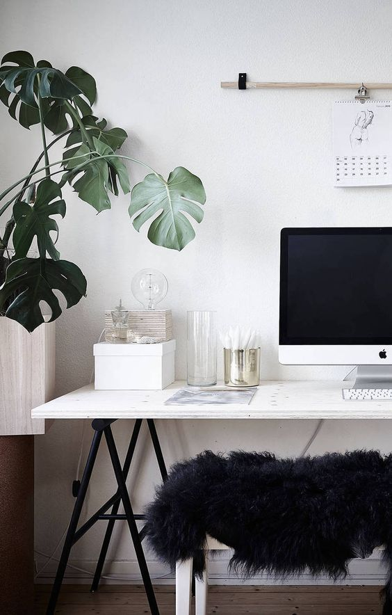 minimal office. 10 Minimal Office Spaces That You Will Be Smitten With - Daily Dream Decor L