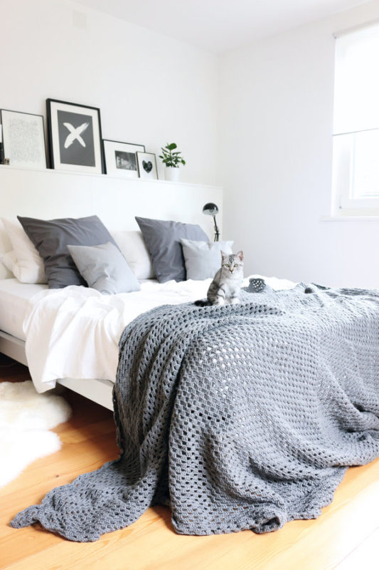 10 romantic bedrooms you will fall in love with daily. Black Bedroom Furniture Sets. Home Design Ideas