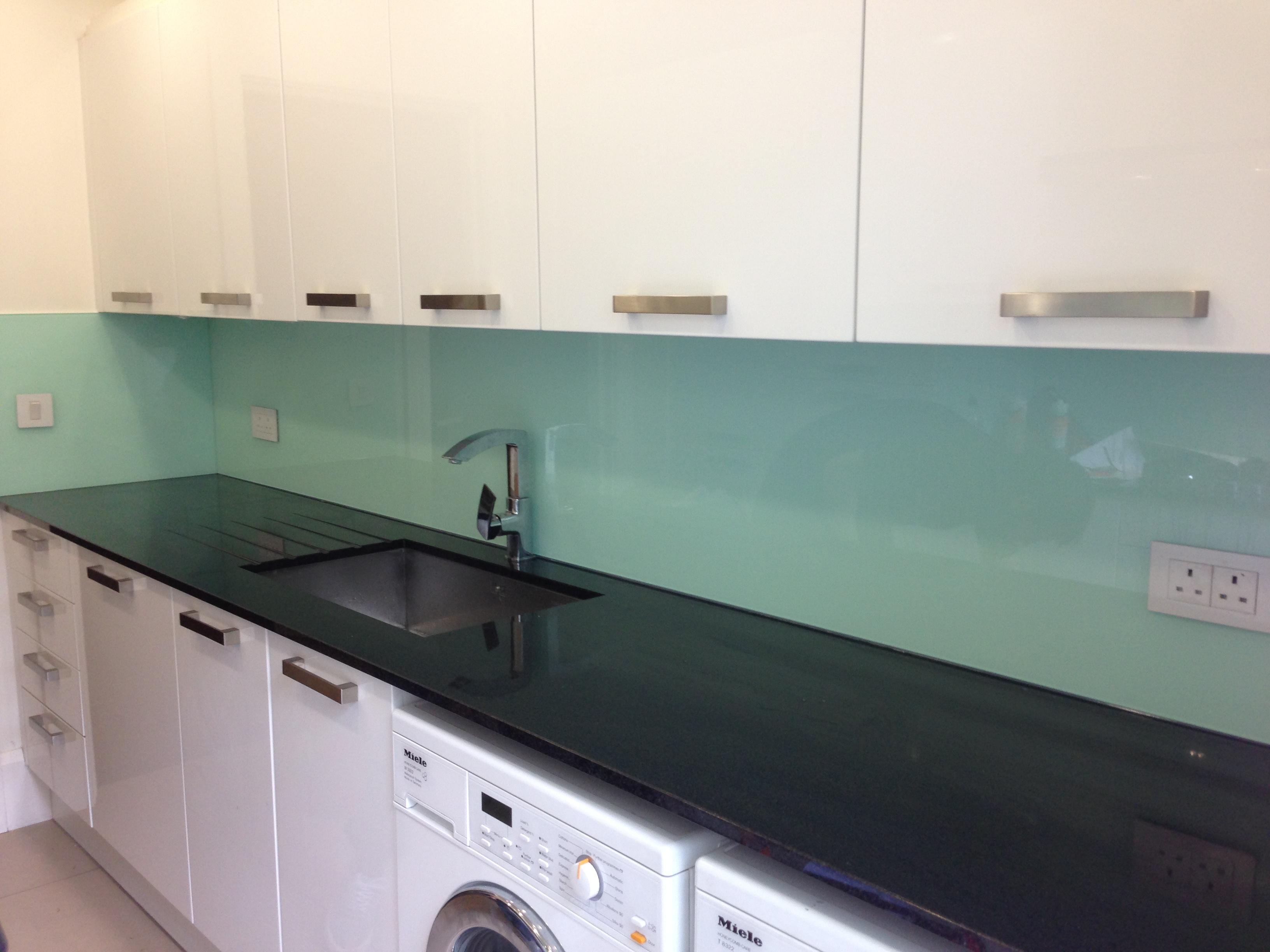 Glass splashback for your kitchen - Daily Dream Decor
