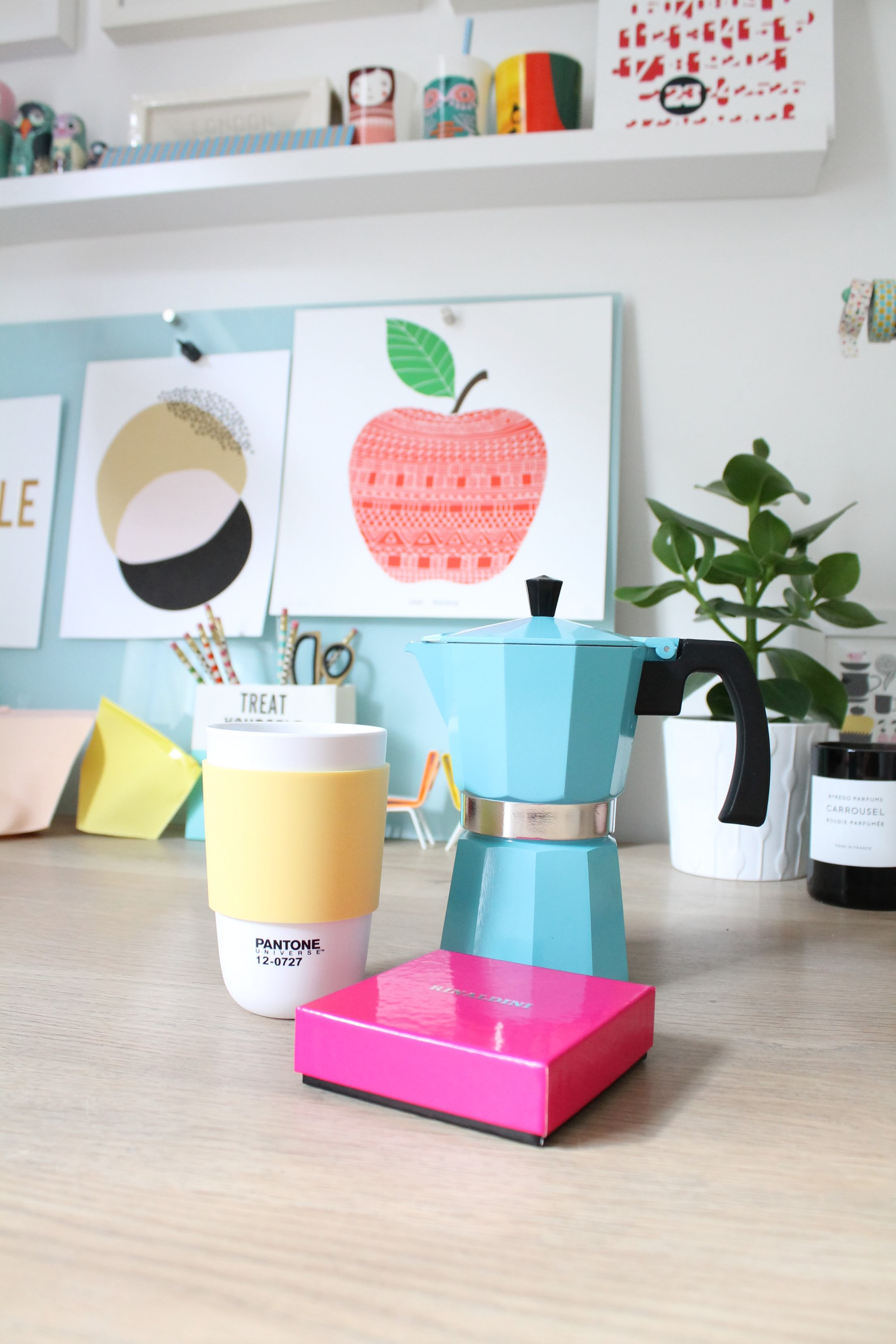colorful & cheerfull workspace4