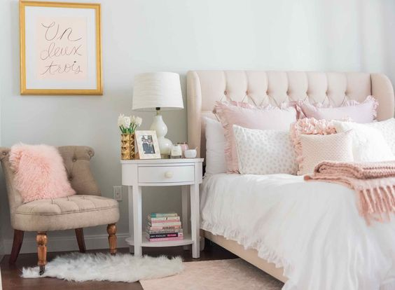 10 pink millennial ideas for your dreamy home daily - Pink and white teenage room ...