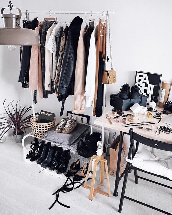 6 dreamy ways to personalize your clothes rack daily for Fashionista bedroom ideas