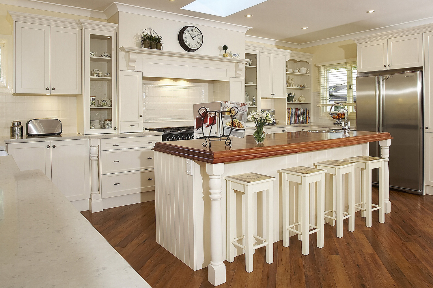 6 wonderful wooden kitchen designs and how you can achieve for Modern wooden kitchen designs