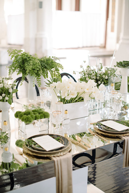 Because it inspires life nature and itu0027s also really fresh itu0027s the perfect shade for a dreamy wedding table setting. So here are seven gorgeous ideas for ... & 7 Gorgeous table settings that make Greenery the perfect wedding ...