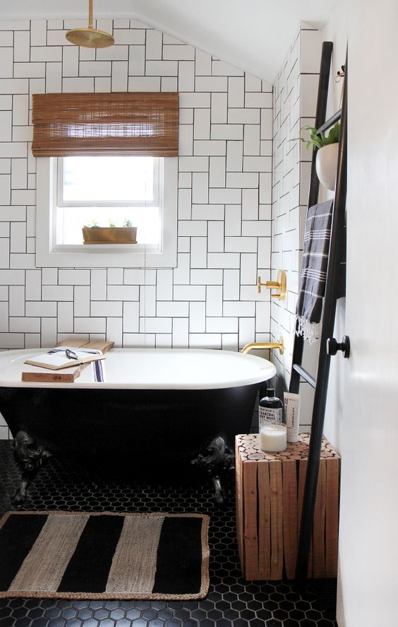 A Cute Wooden Ladder In Neutral Color Your Bathroom You Can Arrange Towels On It And Besides Being Practical Will Bring Creative Chic