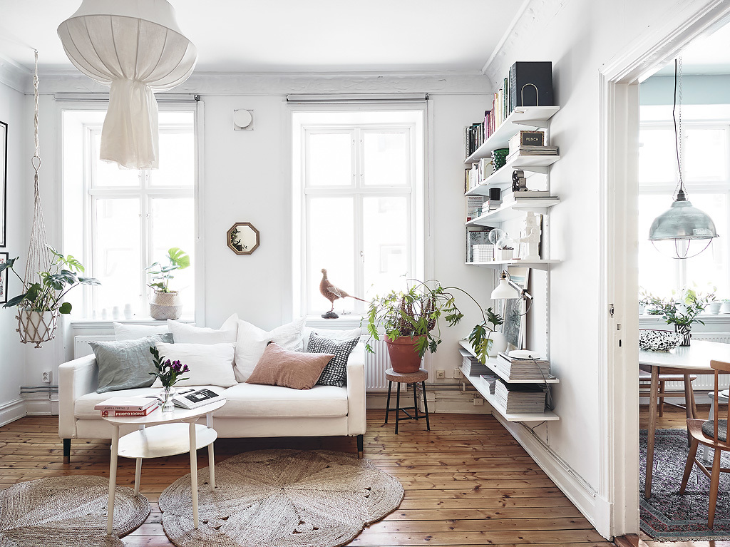 Another charming small scandinavian apartment daily for Como decorar una casa elegante