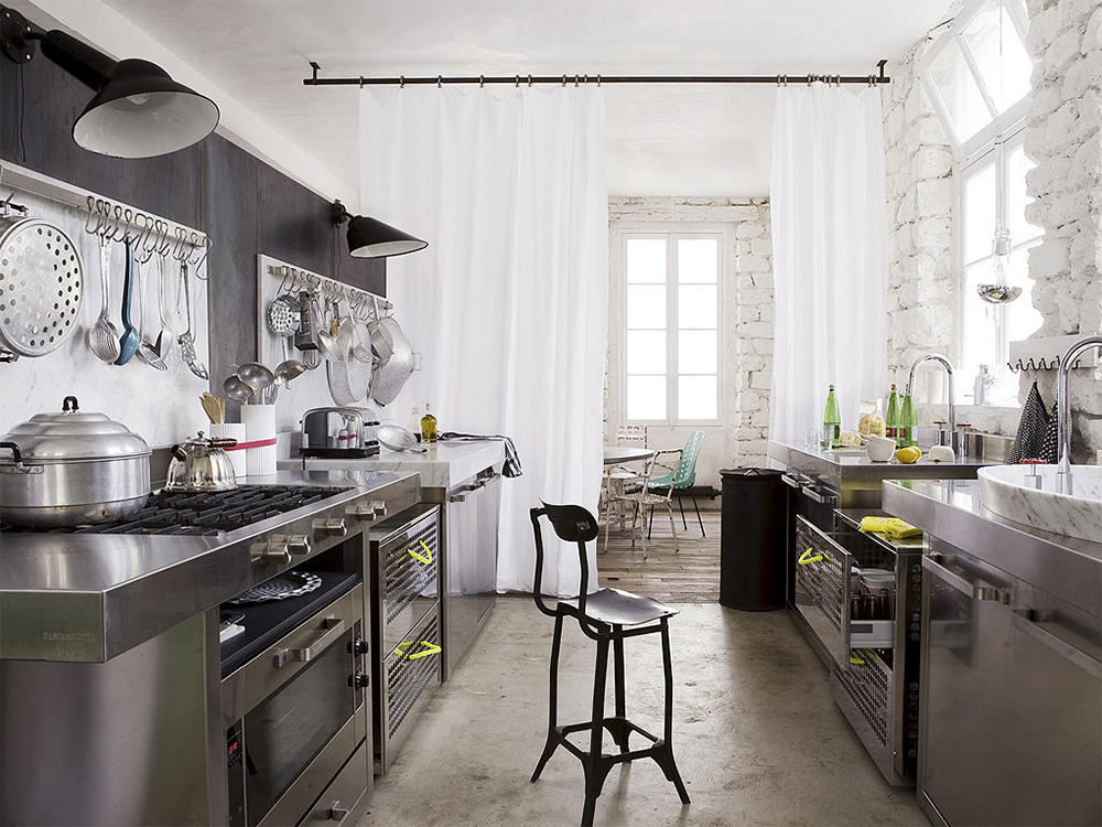 Working the industrial chic kitchen look daily dream decor for Industrial chic kitchen designs