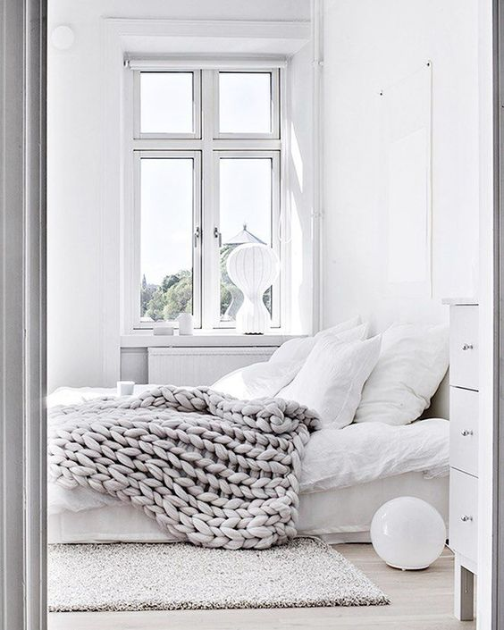 20 Decorating Tricks For Your Bedroom: 5 Easy Tricks To Make Your Small Bedroom Feel Big And