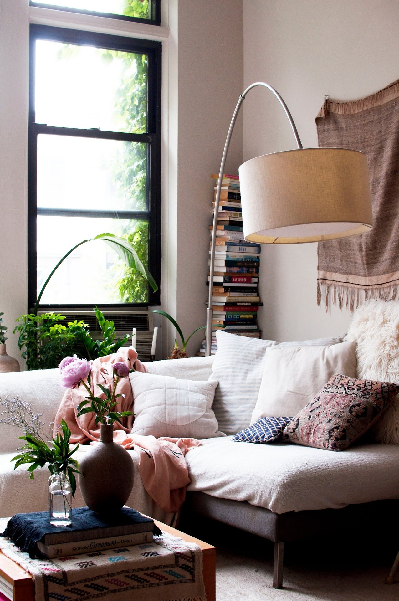 Tour This Amazing Fashion Blogger S Transitional Home Office: A Dreamy Bohemian Brooklyn Studio Apartment