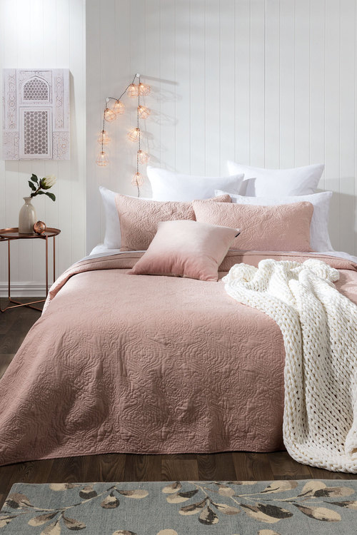 The difference between duvet covers and comforter - Daily Dream Decor