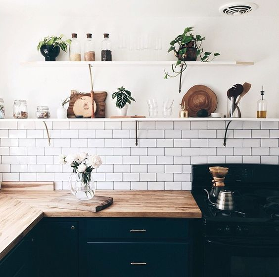 Why are subway tiles back in the deco trends and how to for Kitchen cabinet trends 2018 combined with love bird wall art