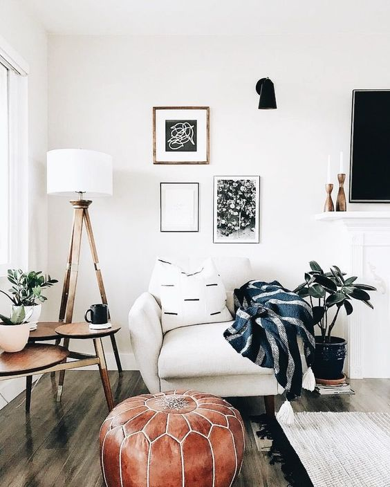 6 boho living room spaces that will wow you this fall - What to put in corner of living room ...