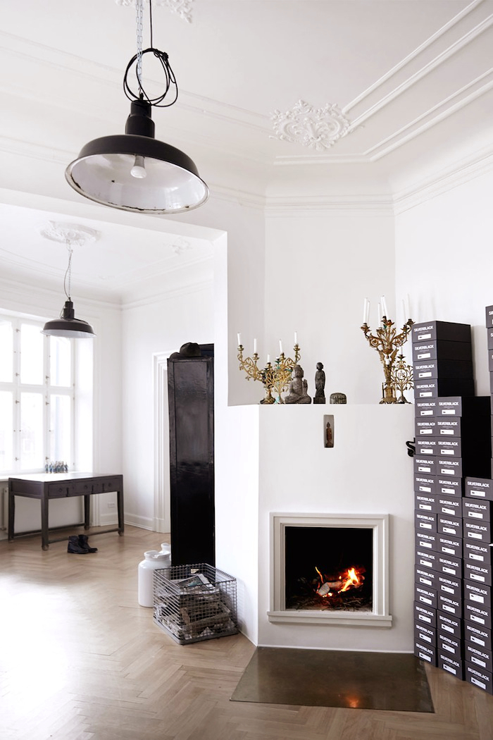 fireplace-stucco-ceiling-photo-birgitta-wolfgang