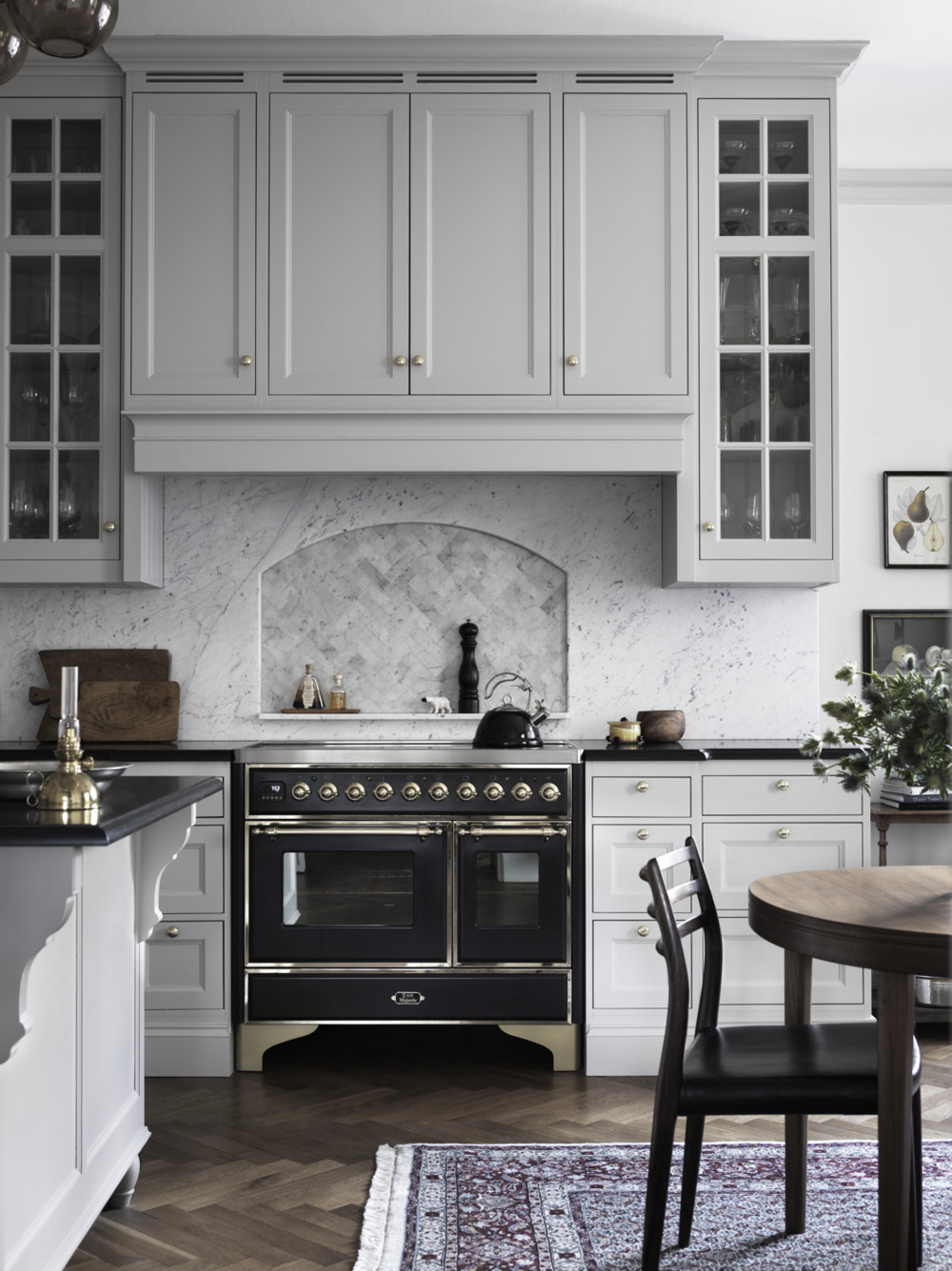 gray-marble-black-kitchen