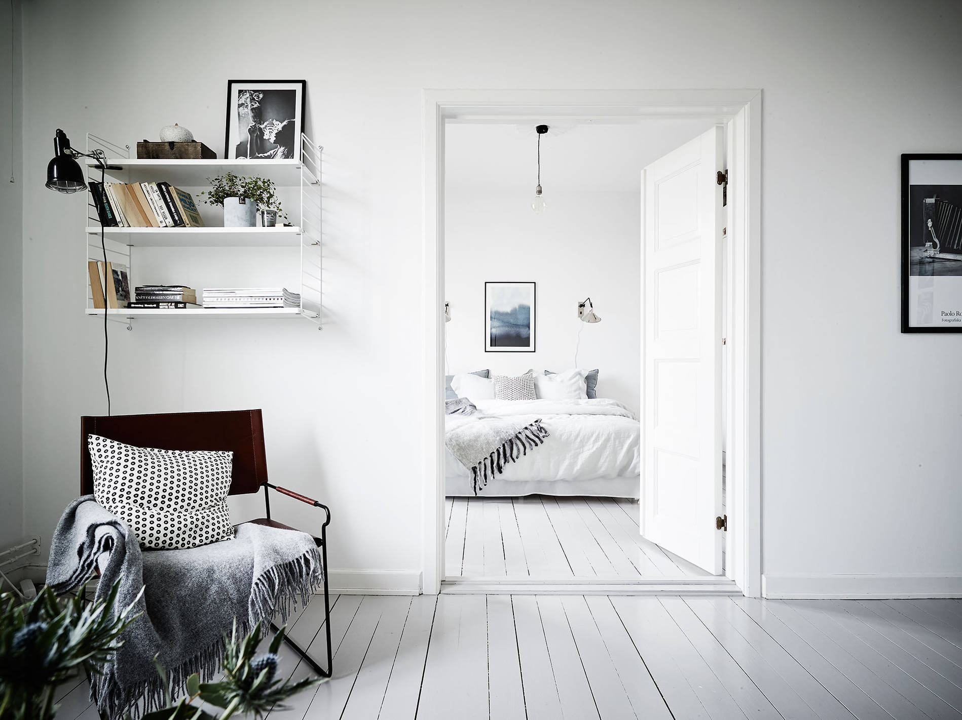 white-blue-scandinavian-apartment3