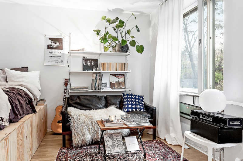 Tiny dreamy studio apartment with a raised bed - Daily Dream ...