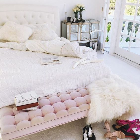 10 easy tips for a dreamy bedroom daily dream decor for Fur wallpaper room