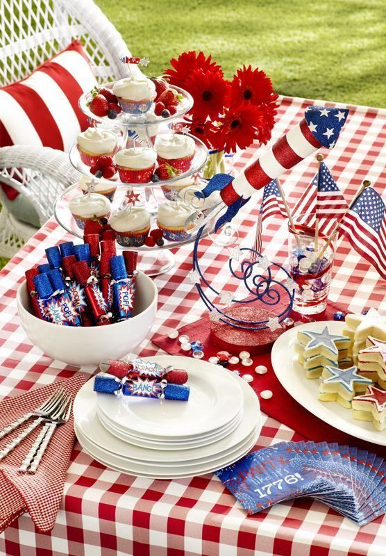 5 Thematic table arrangements for 4th of July