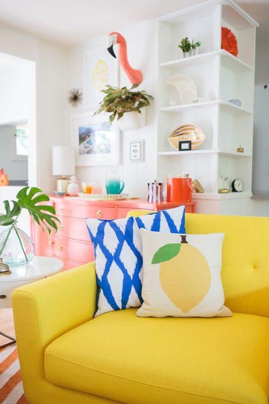 pastel livin room with flamingo