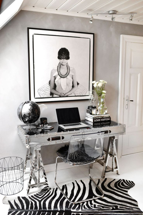 8 Dreamy Desks That Make You Wish You Were A Fashion