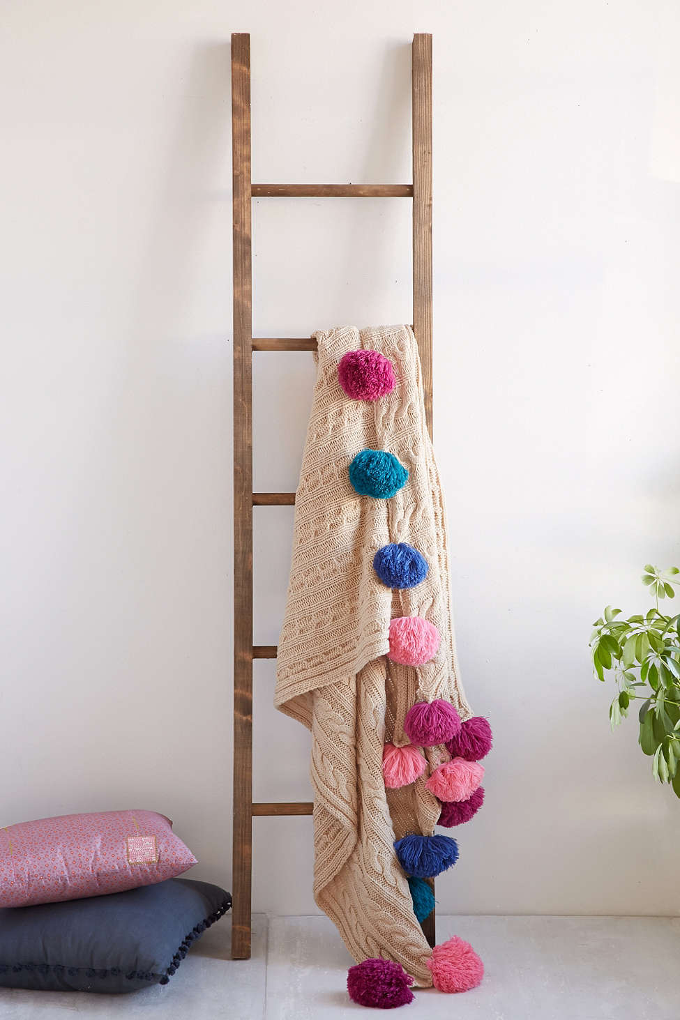 wooden-blanket-ladder