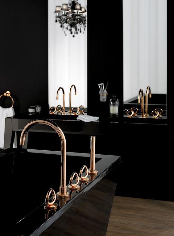 golden detai black bathroom