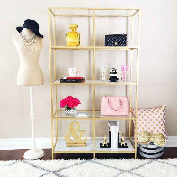 mannequin-and-closet