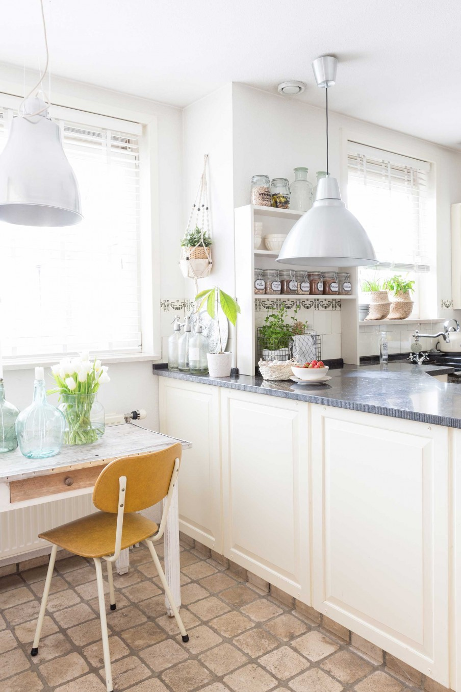 cozy-light-kitchen