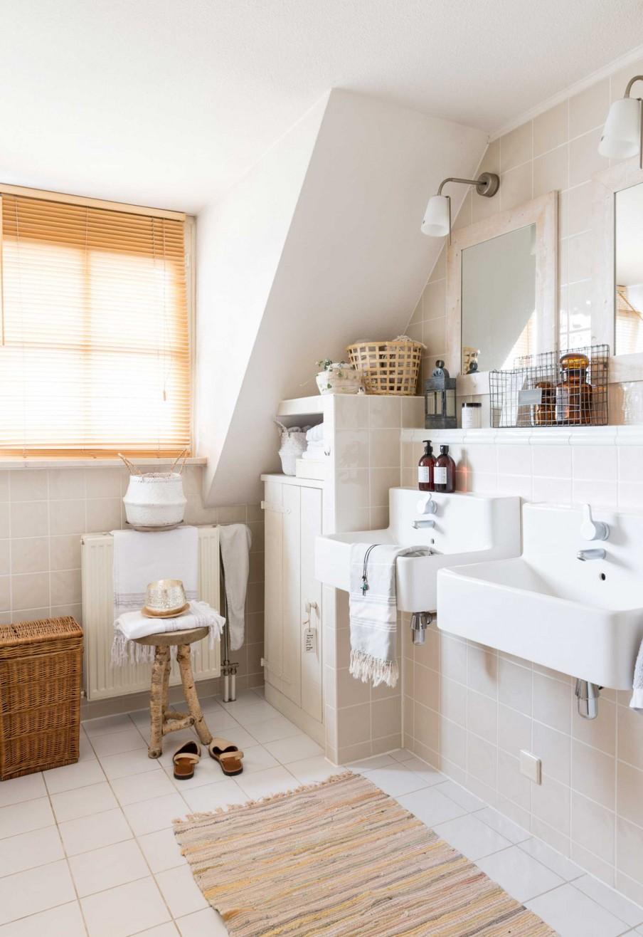 cozy-natural-bathroom