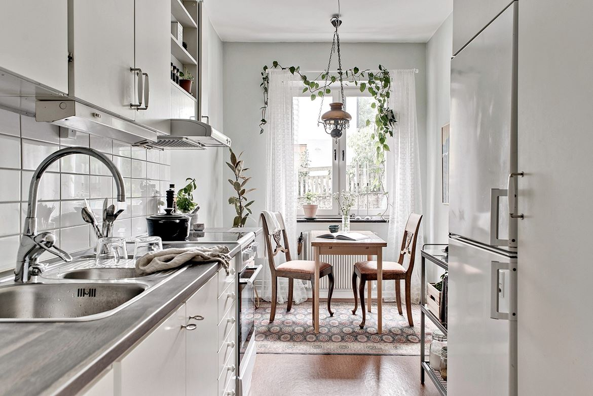 Small Studio Apartment With Vintage Details