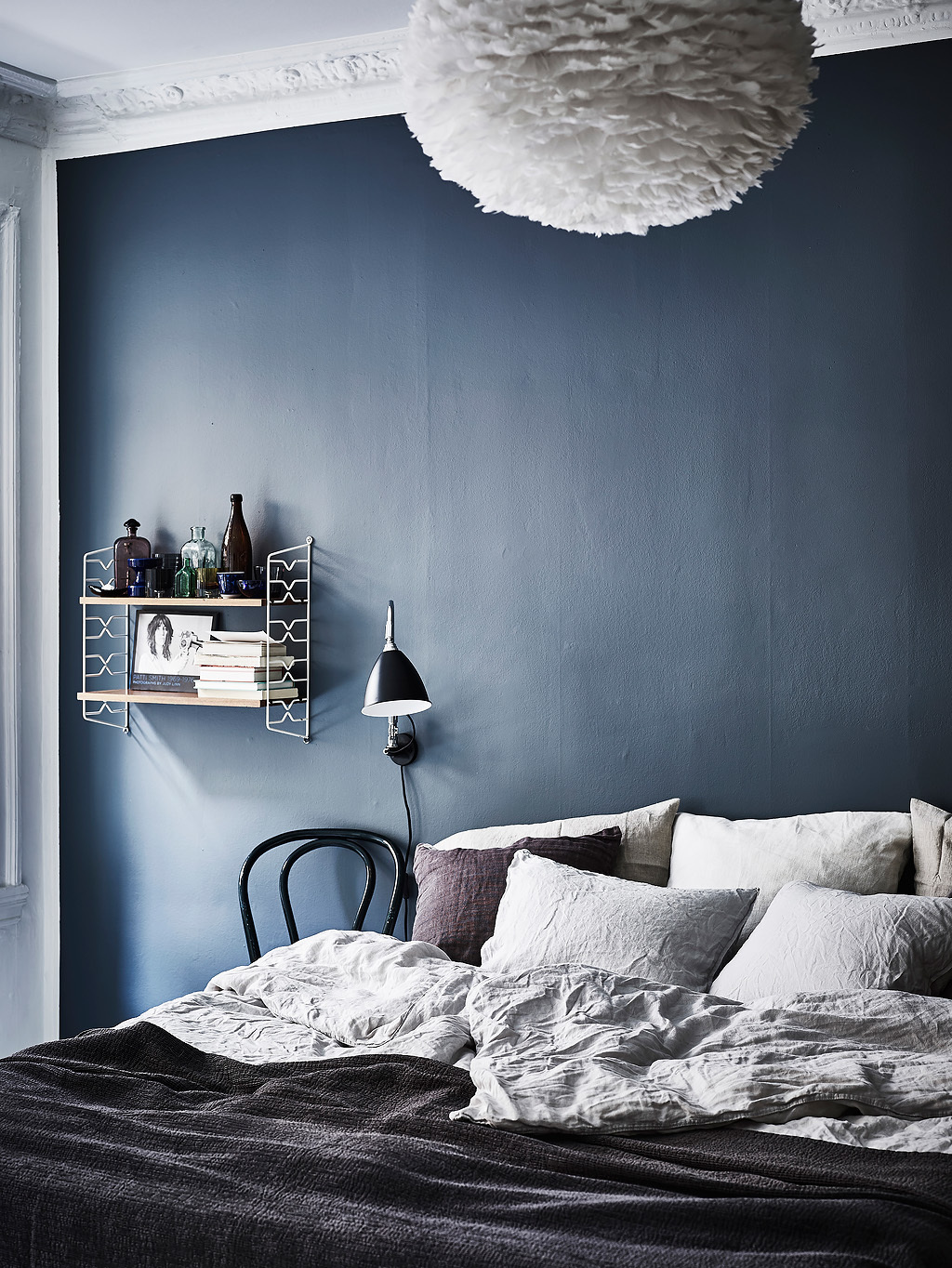 Dreamy Scandi apartment with a stunning deep blue bedroom
