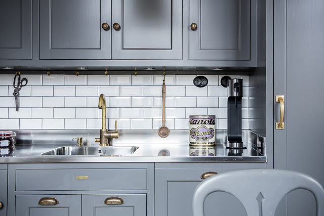 a-dreamy-gray-kitchen3