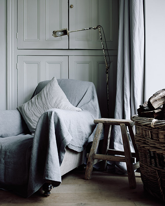 a-dreamy-monochrome-yet-cozy-home6