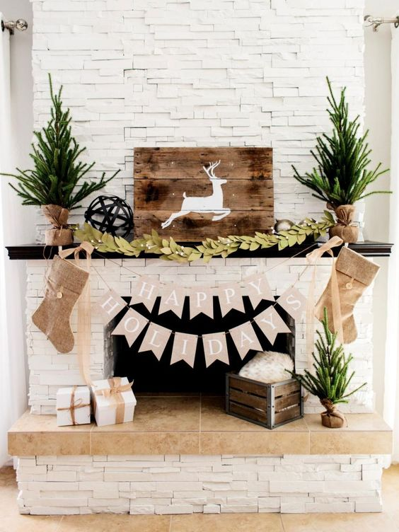 holiday-fireplace-decoration