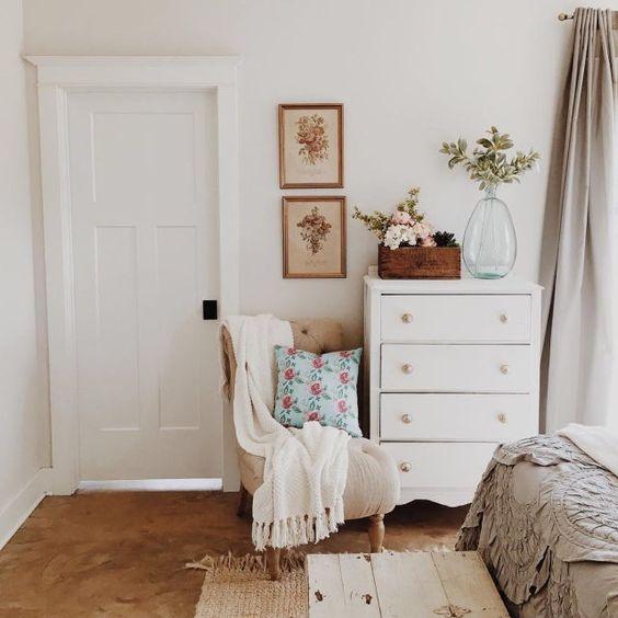 chairs huest room bedroom 2