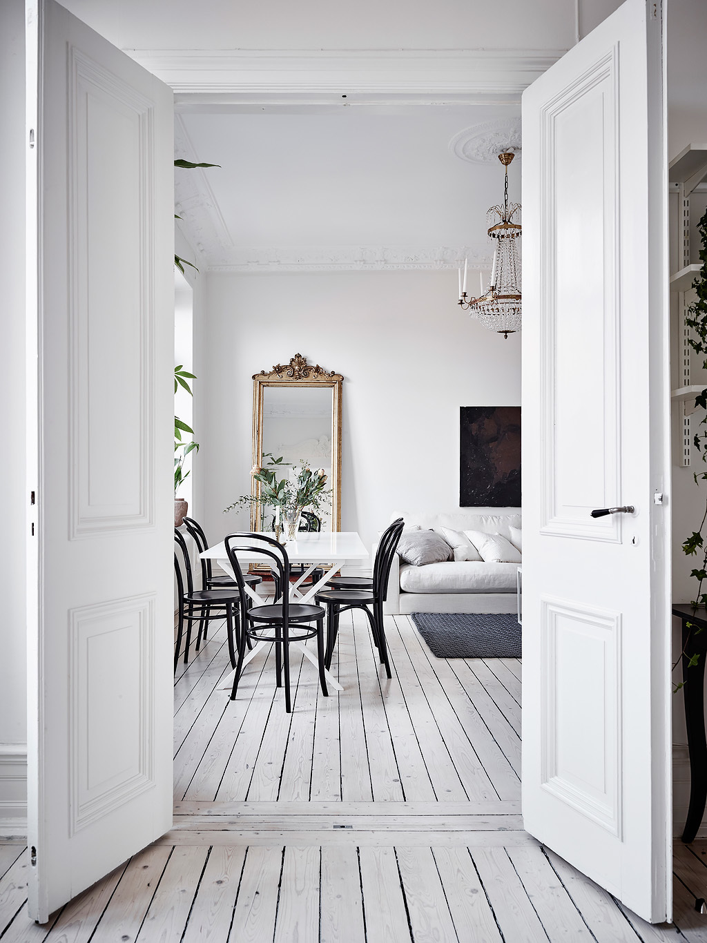 dreamy white apartment17