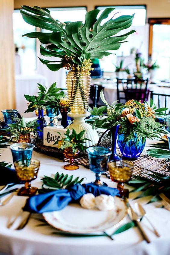 7 Gorgeous Table Settings That Make Greenery The Perfect